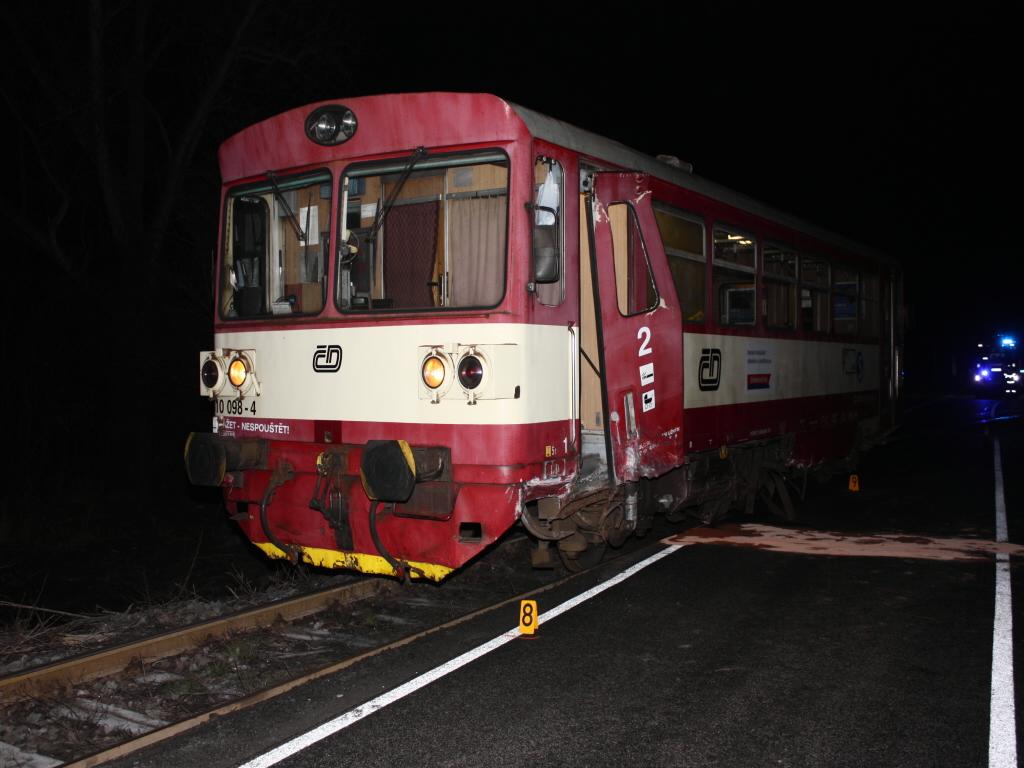 Vozidlo se střetlo s vlakem – motorákem