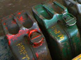 Krádež nafty a baterií z bagru
