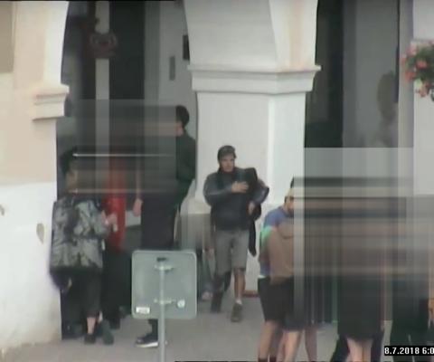 Hledáme mladíka z městského kamerového záznamu