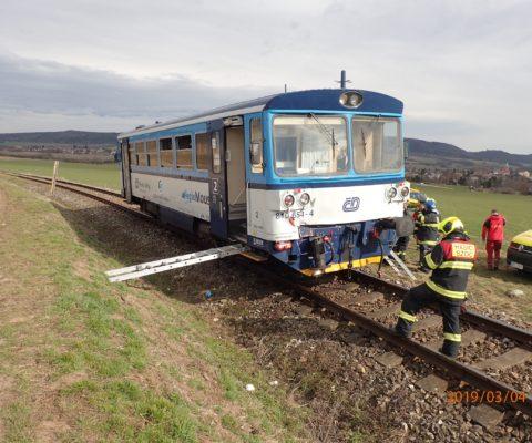 Nehoda dvou vlaků, větve na komunikaci