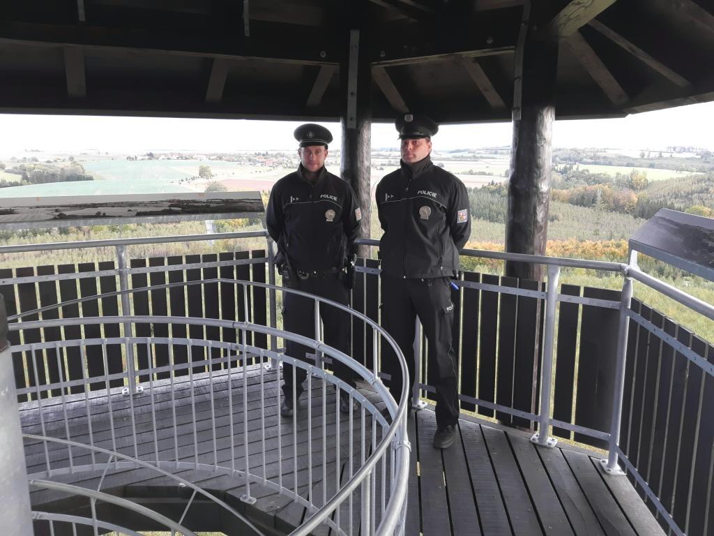 Policisté zachránili lidský život – Odradili sebevraha od skoku z rozhledny