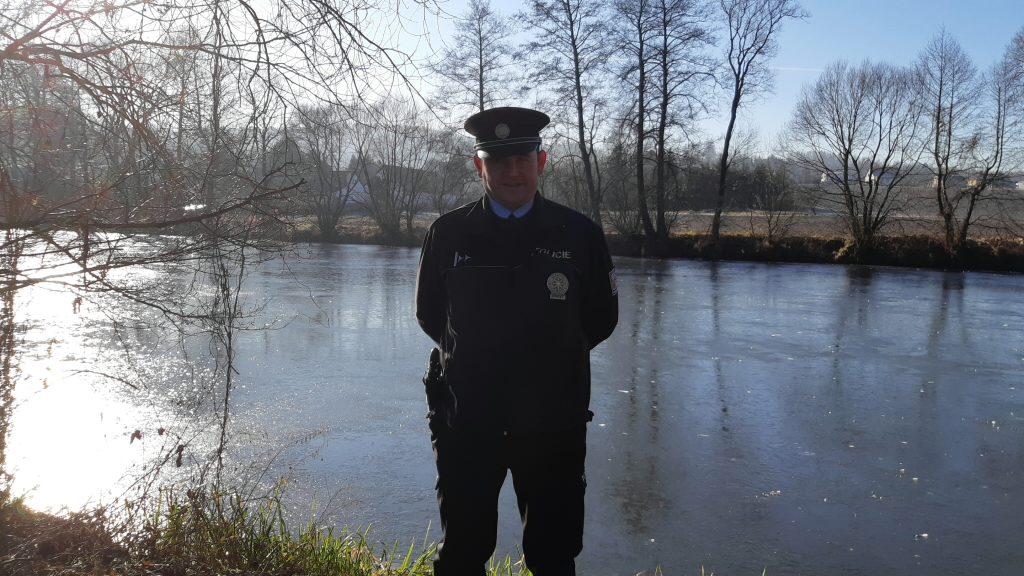 Na Štědrý den zachránili policisté lidský život